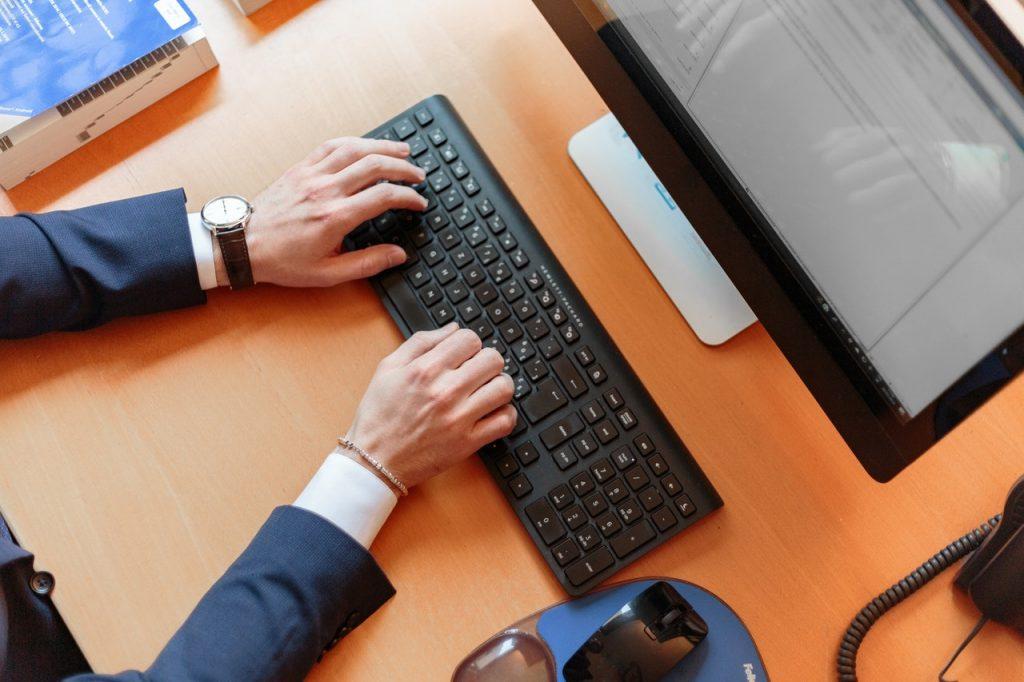 e-invoicing-keyboard-computer-thumbnail